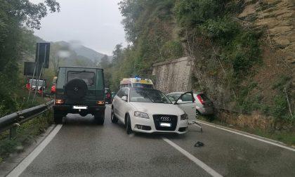 Pauroso schianto tra auto sulla SS 586 della Val d'Aveto. Feriti soccorsi da due ambulanze