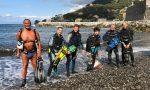 Sommozzatori dell'Asd Sub in azione per ripulire i fondali marini