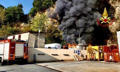 In fiamme autofficina di Sori sul posto i vigili del fuoco di Rapallo
