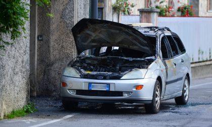 Auto in fiamme a Rapallo