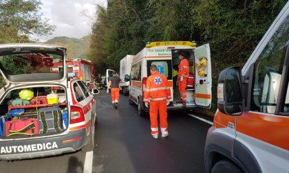 Frontale sulla 586 a Mezzanego, due automobilisti in pronto soccorso