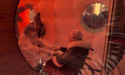 Altra tenda degli abbracci: in casa di riposo hanno preso il largo
