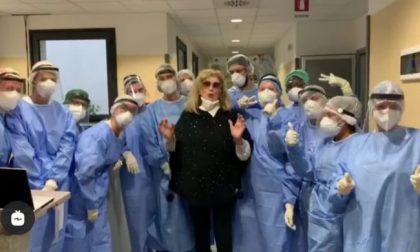 """Iva Zanicchi sconfigge il Covid: """"Grazie medici"""" – VIDEO"""