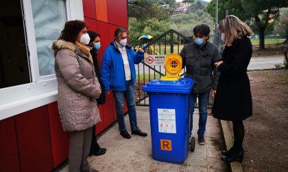 Consegnati i contenitori per la raccolta di olii esausti nelle scuole