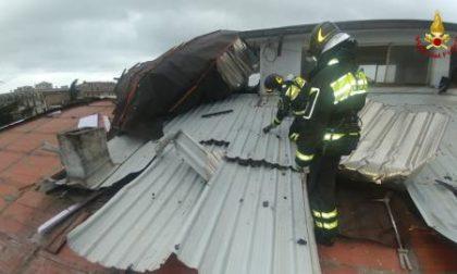 Tromba d'aria scoperchia il tetto di un palazzina a Chiavari