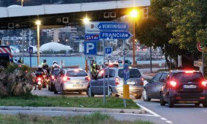 """Casi in aumento a Ponente:  """"Vaccinare 5000 frontalieri"""""""
