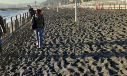 Lungomare di Lavagna totalmente al buio per colpa…della sabbia