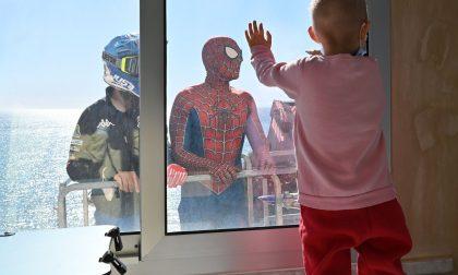 Motociclisti e Spiderman in visita al Gaslini