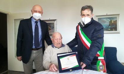 Consegnata targa all'ex partigiano Gildo Garaventa per i suoi 95 anni