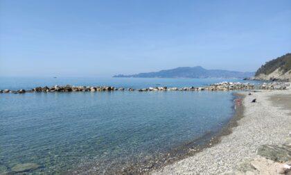 Interventi di sistemazione e ripascimento delle spiagge chiavaresi