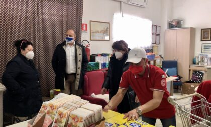 Distribuzione generi di prima necessità alle famiglie in difficoltà