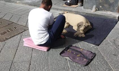"""Torna all'opera l'artista del """"cane di sabbia"""""""