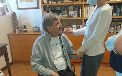 Canepa, medico-chansonnier che ha sconfitto il Covid, va in pensione