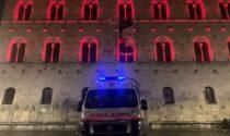 L'ex Tribunale illuminato per la Croce Rossa