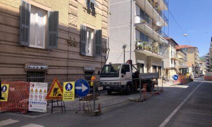 In corso gli interventi di restyling dei marciapiedi di Via Cesare Battisti