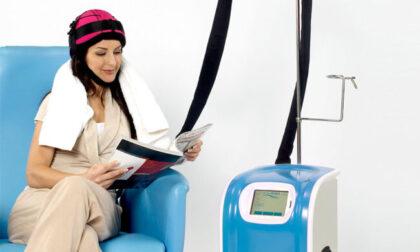 Il casco refrigerante che blocca la perdita dei capelli donato all'Ospedale Galliera