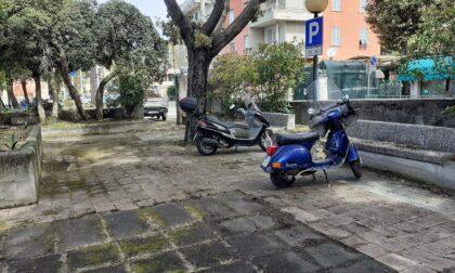 Puliti i giardini alla stazione ferroviaria di Cavi