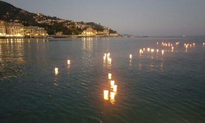 Feste di luglio, la tradizione della posa in mare dei lumini