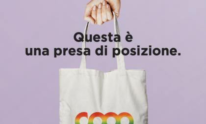 """La spesa diventa """"gay friendly"""": comprando la borsa arcobaleno aiuti le associazioni LGBTQ+"""