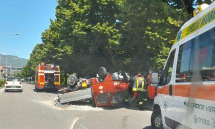 Grave incidente in viale Kasman, furgoncino ribaltato