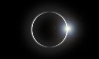 """Occhi (protetti) al cielo domani per la """"mini eclisse"""""""