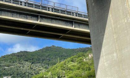 Ancora un distacco dal viadotto che sovrasta via Betti