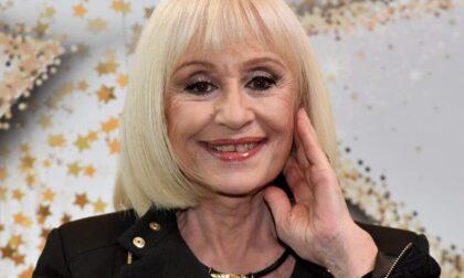 Il mondo dello spettacolo piange Raffaella Carrà