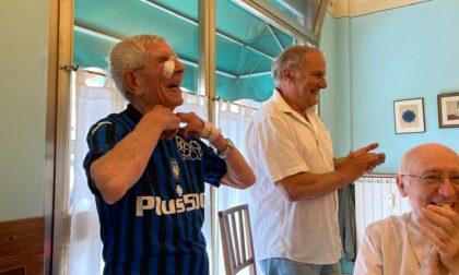 Padre Costanzo, il frate dei record: 70 anni di messa, 95 di passione per l'Atalanta