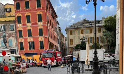 Precipita in piazza Mazzini la campana del palazzo dell'ex Tribunale