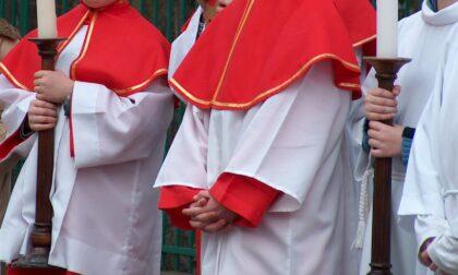 """Tredicenne vuole fare la chierichetta in chiesa, ma il parroco dice no: """"Solo maschietti"""""""