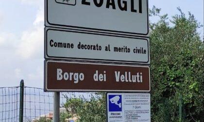 Borgo dei velluti, la novità sui cartelli stradali di Zoagli