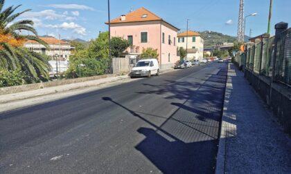 Nuovo asfalto in via Moggia, si parte lunedì: attenzione ai divieti di sosta