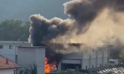 Nuovo incendio al magazzino comunale di Chiavari