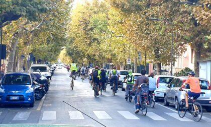 Pedalata partecipata della Fiab: cento ciclisti coinvolti, tra loro il vicesindaco Stanig