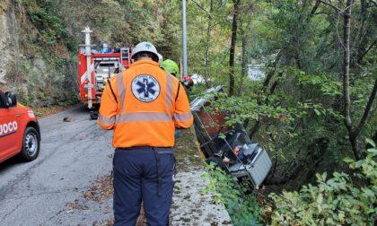 Furgone fuori strada a San Maurizio di Monti, l'autista imbragato e tratto in salvo